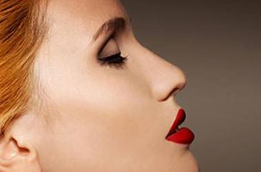 打造小翘鼻 成都素美整形医院杨迪自体脂肪隆鼻技术高超