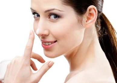 假体隆鼻适合哪些人 重庆美仑美奂医院杜亚旭 20年精细技术