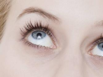 如何祛青色黑眼圈 胶州第三人民医院整形科激光去黑眼圈