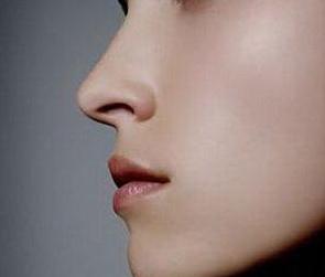 假体隆鼻多久消肿 重庆美仑美奂整形董志勇打造定制美鼻