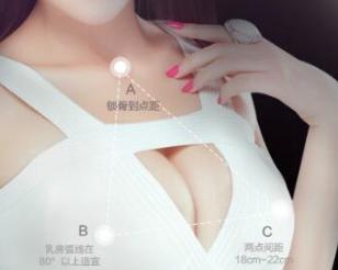 假体隆胸风险大吗 广州华美整形医院肖强打造动感双乳
