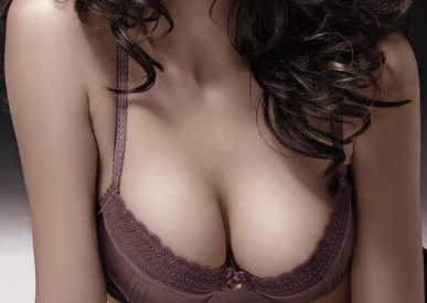 自体脂肪丰胸需注意什么 太原星范整形医院李凯胸整形专业