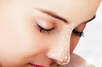如何选择假体隆鼻材料 重庆华美整形医院李任为您定制美鼻