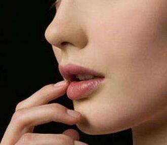 东莞依谋院长周维志专访 肋骨隆鼻那些事儿 初次隆鼻必看
