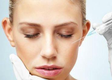 广州华美整形医院玻尿酸隆鼻价格优惠 李文锋全鼻塑美专业