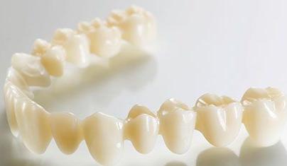 采用烤瓷牙优点 大连新华美天整形姜凯强帮您解决口腔问题