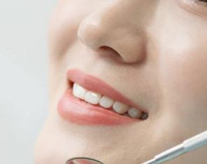 烤瓷牙有几种材料 大连沙医生口腔专科医院做烤瓷牙疼吗