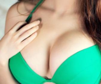 假体隆胸手术价格是多少 重庆美莱整形医院吴继东动感丰胸