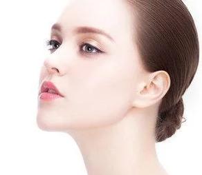 自软骨隆鼻材料对比 广州军美整形医院肖强做隆鼻好吗