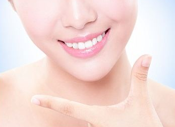 成都极光口腔整形医院种植牙一般多少钱 使用寿命是多久