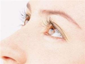 上睑下垂矫正手术要多少钱 郑州集美刘金华重塑有神美眼