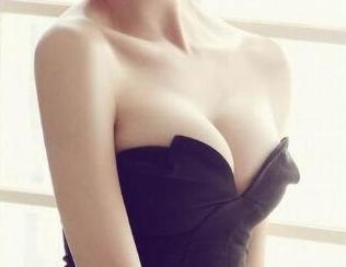 南宁瑞柏美整形医院彭冻梁做自体脂肪丰胸 成就性感女人