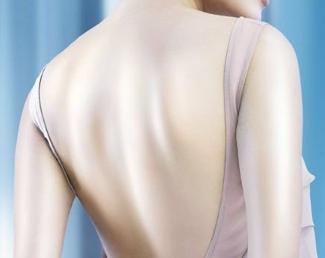 背部吸脂一般几个部位 成都艾米丽整形潘红伟让美背更迷人