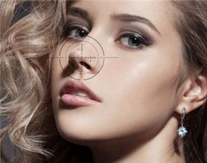 假体隆鼻整容要多少钱 成都艺美汇整形医院360度塑美鼻