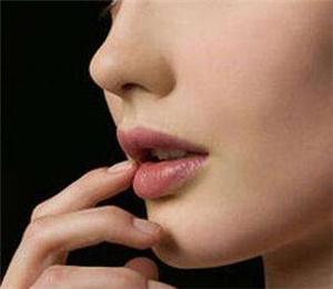 歪鼻是如何形成的 西安亚太医院歪鼻矫正原理是怎么样的