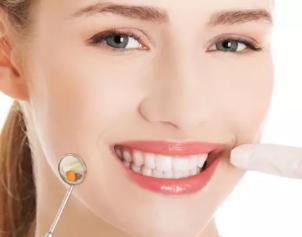 武汉爱思特口腔专家明瑞芳有10余年牙齿矫正经验技术