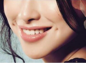 乐山英美口腔诊所郭玉坤烤瓷牙 让笑容更美丽