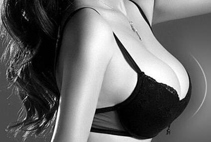 假体隆胸手感怎么样 南宁东方整形赵波让您变身性感女郎