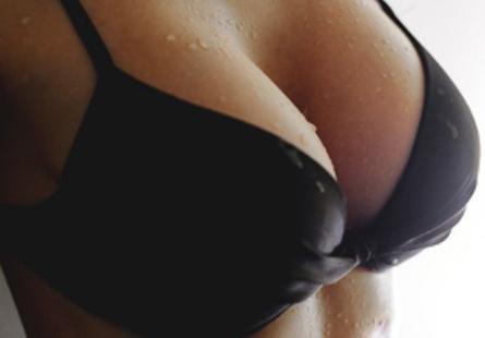 胸前的美无可替代 威海福神整形自体脂肪丰胸多少钱