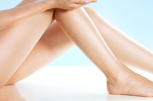 激光腿部脱毛特点 安阳聚会美容整形帮你摆脱腿毛烦恼